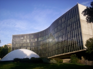 sede-do-partido-comunista-frances-sede-da-onu-e-catedral-de-brasilia-2