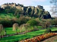 Boa parte das batalhas que separaram – e anexaram – a Escócia da Grã-Bretanha aconteceu dentro ou nos arredores dessa fortificação. Tanto assim que a construção, erguida a partir do século 12, é considerada o símbolo nacional escocês.