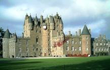 Não é a maior nem a mais antiga, muito menos a mais importante fortificaçãodo planeta. Mas o Glamis faz parte desta lista por ser o mais mal-assombrado dos castelos europeus.