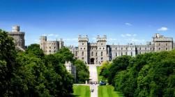 Com 900 anos de existência, o Castelo de Windsor é a maior e mais antiga residência real do planeta. Ali vive a rainha Elizabeth II e parte de sua notável família.