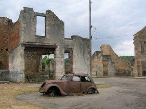 Car_in_Oradour-sur-Glane