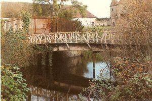A ponte de Monier, os detalhes do guarda-corpo imitam galhos de árvores