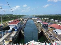 Abertura dos portões da eclusa. Fonte: Portogente