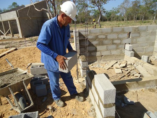Paredes feitas com blocos de concreto de 14 centimetro de - Paredes de cemento ...