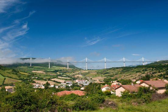 1280px-Creissels_et_Viaduct_de_Millau