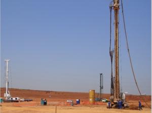 Equipamento de execução da hélice contínua em terreno devidamente. Fonte: Roca Fundações