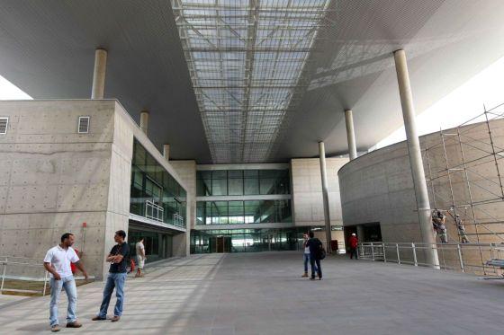 As novas rampas de acesso do estádio Maracanã teve formas de papelão na concepção dos pilares