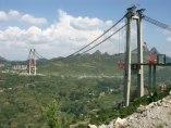 Construção da ponte de Balinghe.