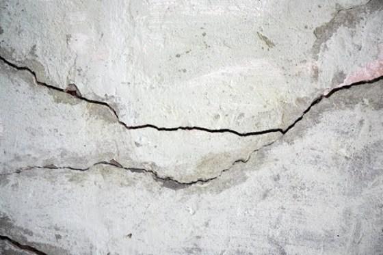 concrete-crack-bacillafilla_101115-02