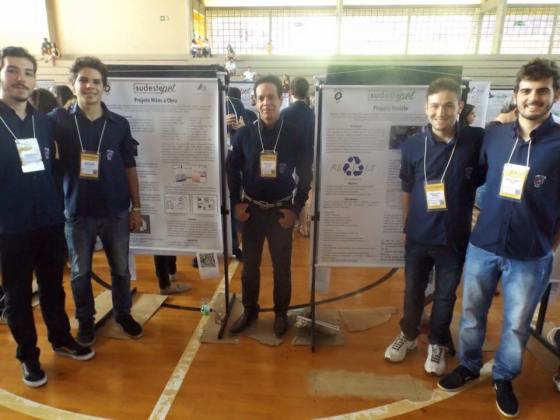Membros do PET Civil - UFJF na apresentação de trabalhos do XIV SUdestePET