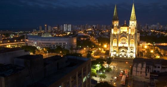 mercado-central-e-catedral-de-fortaleza-iluminados-a-noite-no-centro-da-capital-cearense-1368546614136_956x500